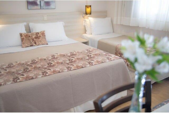 Para quem busca hospedagem econômica em Foz do Iguaçu, o apartamento Triplo Superior do Tarobá Hotel é uma excelente escolha.