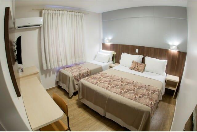 Para quem busca hospedagem econômica em Foz do Iguaçu, o apartamento Triplo Standard do Tarobá Hotel é uma excelente escolha.