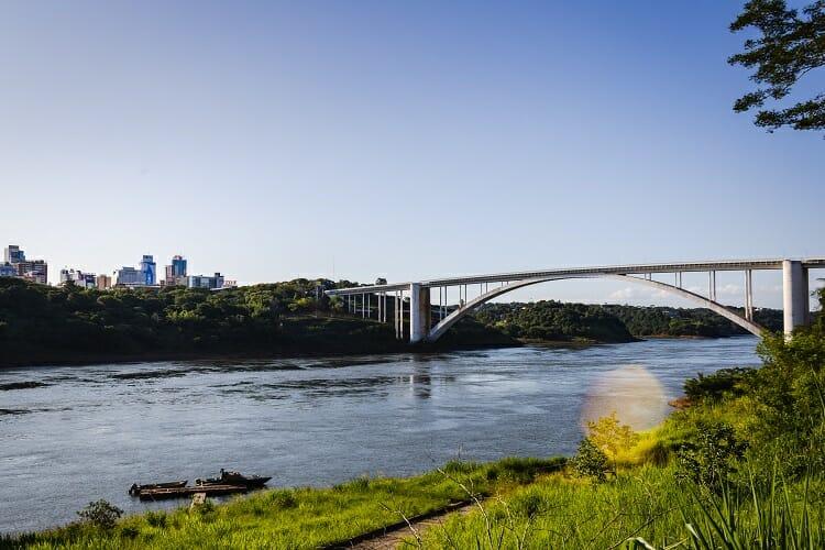 Ponte da Amizade - Black Friday no Paraguai