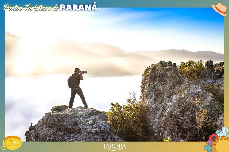 Pontos Turísticos do Paraná - Tibagi - visitante no topo da colina