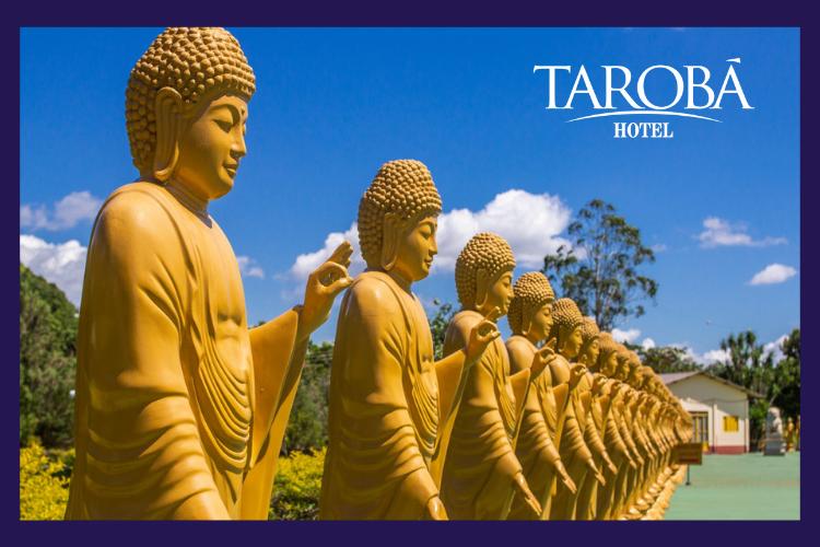 Estátuas no templo budista. 8 passeios gratuitos em Foz do Iguaçu, para você aproveitar a sua viagem!