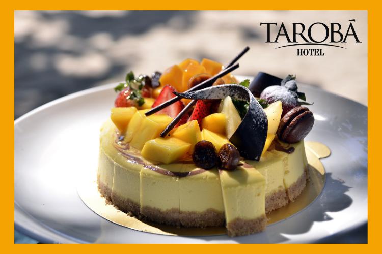 Bolo de confeitaria, decorado com frutas em cima. Lugares para comer em Foz do Iguaçu, dicas para todas refeições!