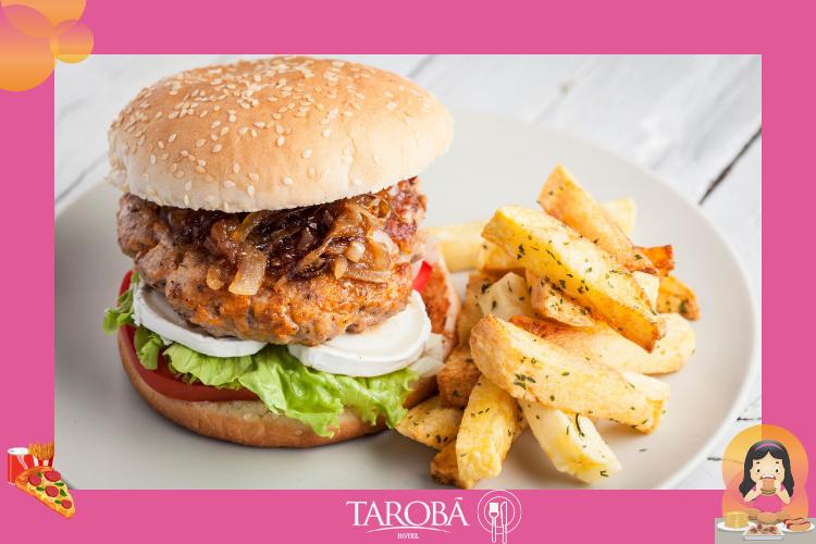 Hambúrguer gourmet acompanhado de batatas rústicas | Onde comer em Foz do Iguaçu | Dicas gastronômicas