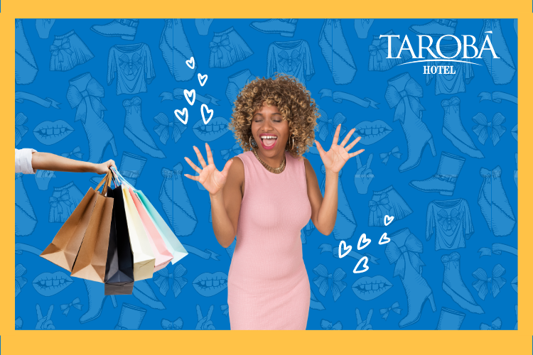 Mulher feliz ao receber sua compras. Roupas no Paraguai.