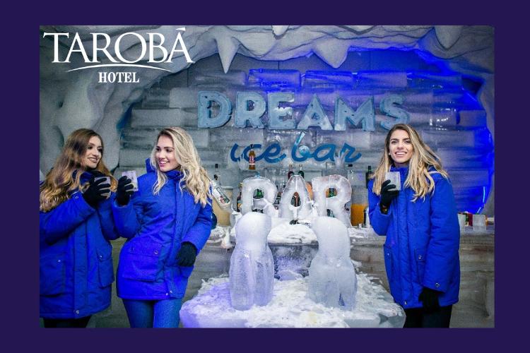 Amigas se divertindo no Bar de Gelo de Foz do Iguaçu, dream ice bar.