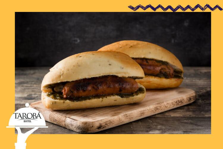 Choripán, uma das comidas típicas da Argentina, conhecida por nós como pão com linguiça.