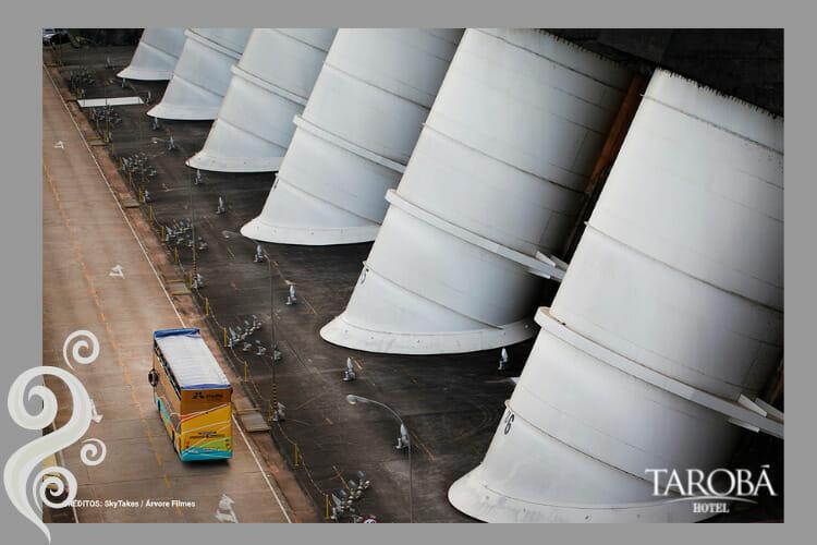 Ônibus proporcionado pela Itaipu, onde no circuito especial você pode ver várias coisas.